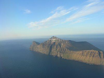 http://www.faroeislandshotels.com/photos/faroes-island.jpg